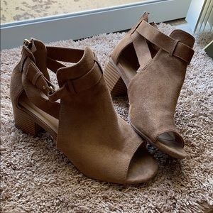 Cityclassified tan heels size 7